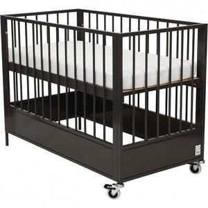 Zwart Ledikant Baby.Stapelgoed Loft Metal Babyledikant 60x120 Antraciet Kinderbeddenstore
